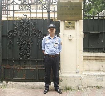 Bảo vệ tại văn phòng, tòa nhà