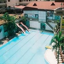 Bể bơi khách sạn Quang Đạt