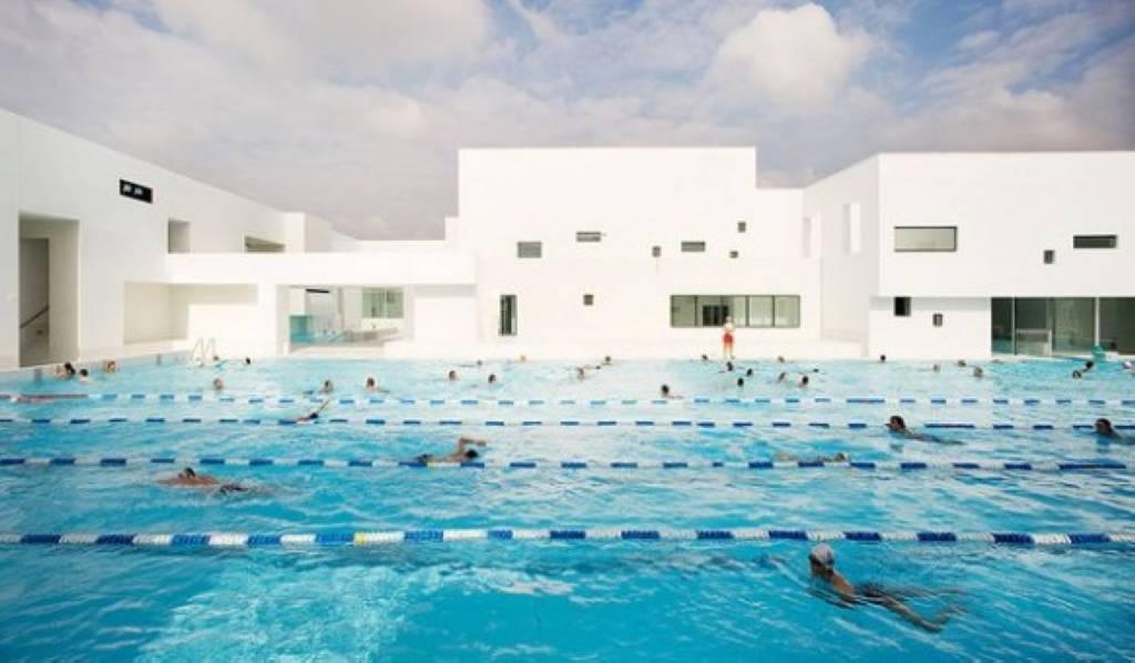 Bể bơi thi đấu