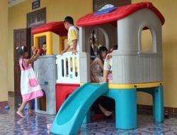 Cầu trượt trẻ em Composite