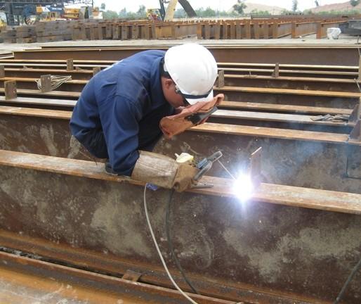 Chế tạo sản phẩm kết cấu thép