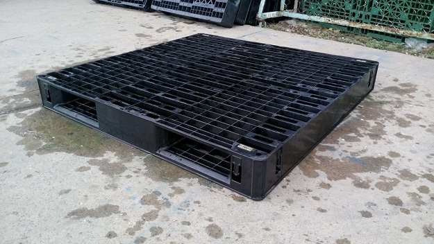 Pallet nhựa 110x110x12 (2mặt giống nhau)