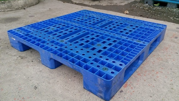 Pallet nhựa 110x110x15 chân suốt