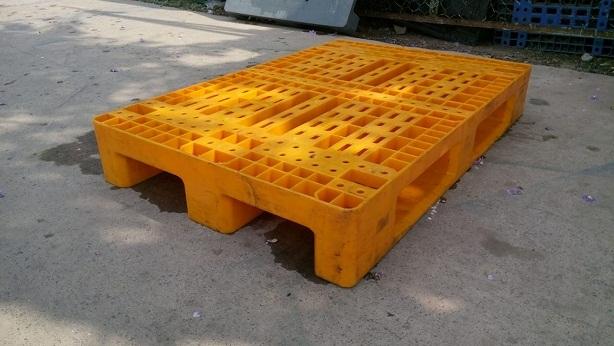 Pallet nhựa 800x1200x180 chân suốt