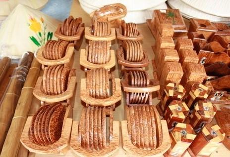 Sản phẩm mỹ nghệ từ gỗ dừa