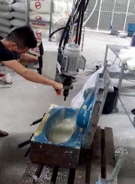 Máy phun Pu Foam mút