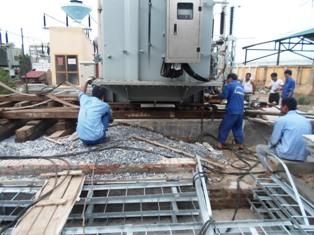 Hạ thủ công máy biến thế 100 tấn