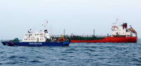 Trăn dắt tàu biển