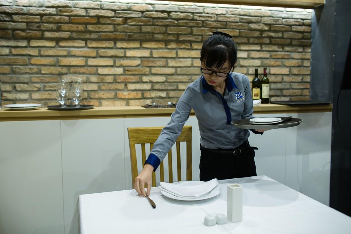 phục vụ bàn
