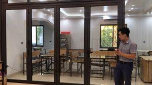 Cửa nhôm Xingfa xếp trượt nhà hàng