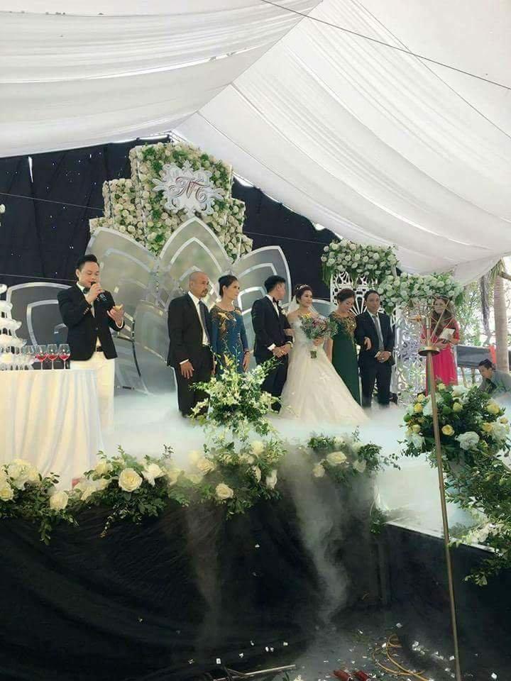 Trang trí hoa cưới
