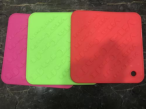 Tấm lót bàn silicon đầy màu sắc