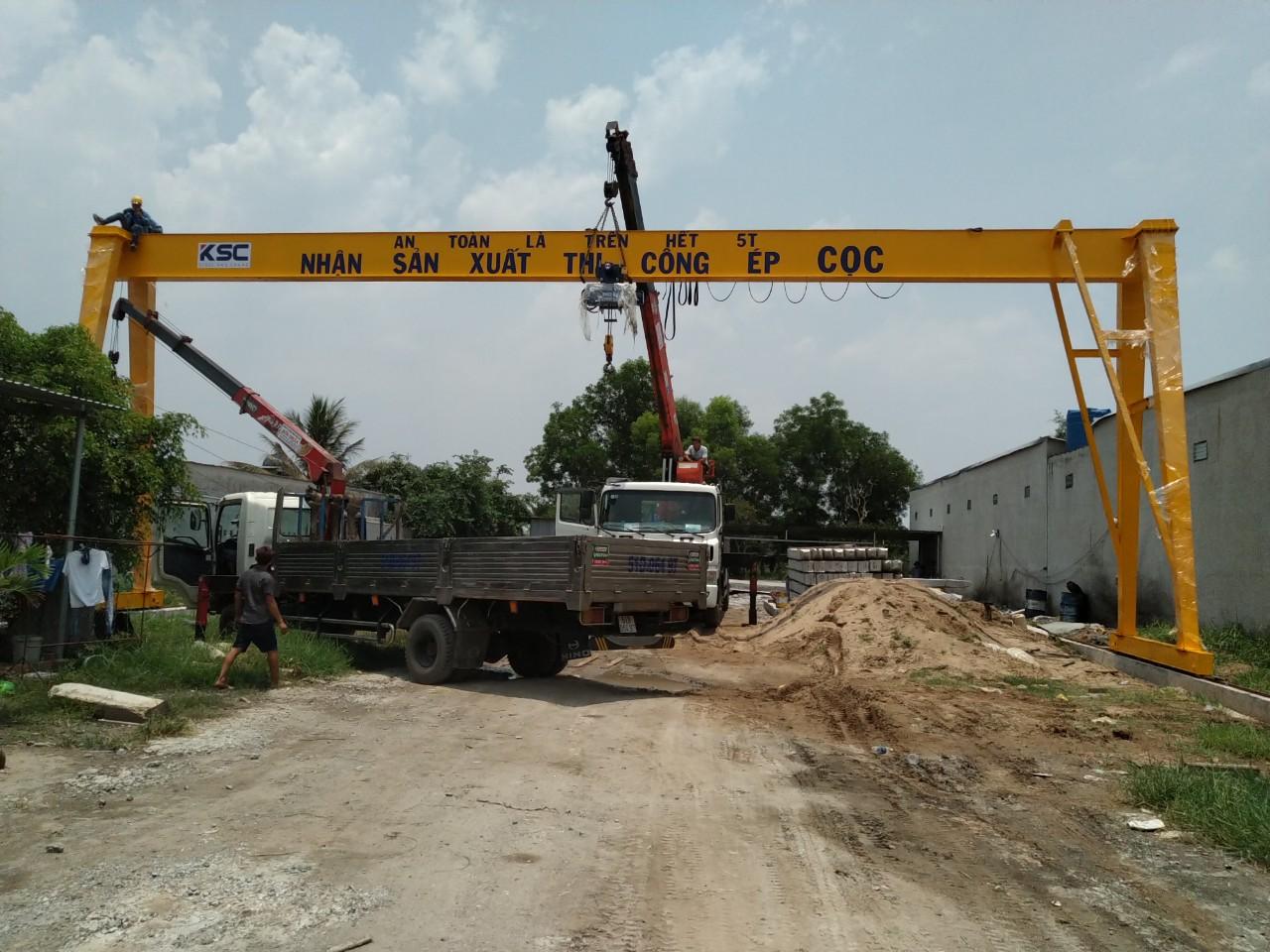 Thi công lắp đặt cổng trục dầm đơn 5 tấn tại Long An