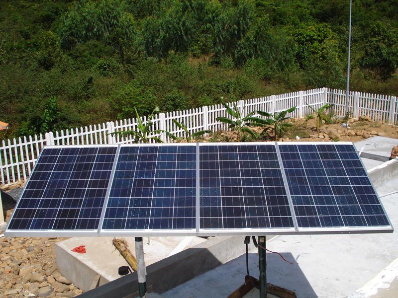 Tấm pin mặt trời. Năng lượng tái tạo.