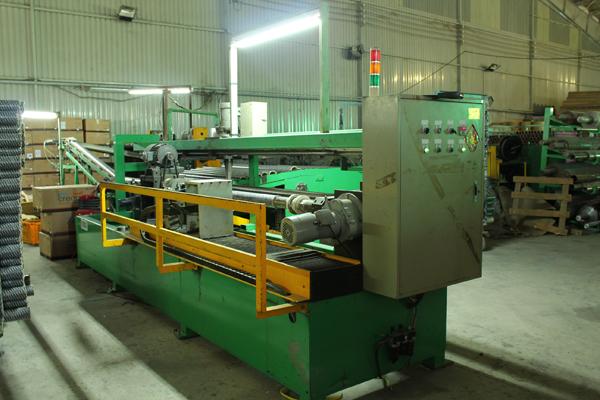 Máy cắt ống giấy băng keo