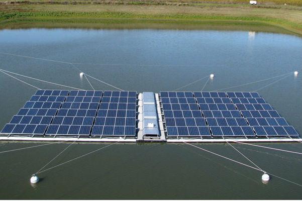 Hệ thống điện mặt trời trên hồ nước