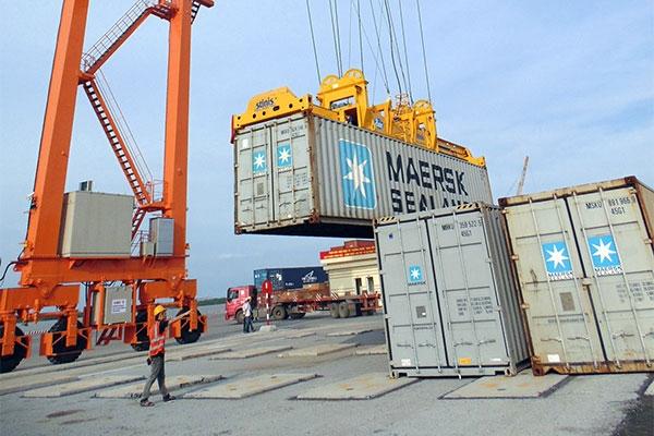 Bốc Dỡ Hàng Qua Cảng