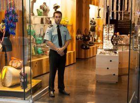 Bảo vệ cửa hàng