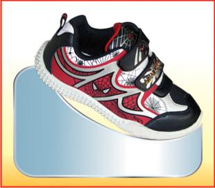 Giày trẻ em thể thao