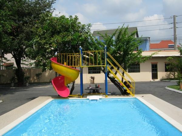 Cầu Trượt Bể Bơi
