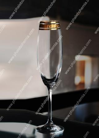 Ly rượu hoa văn