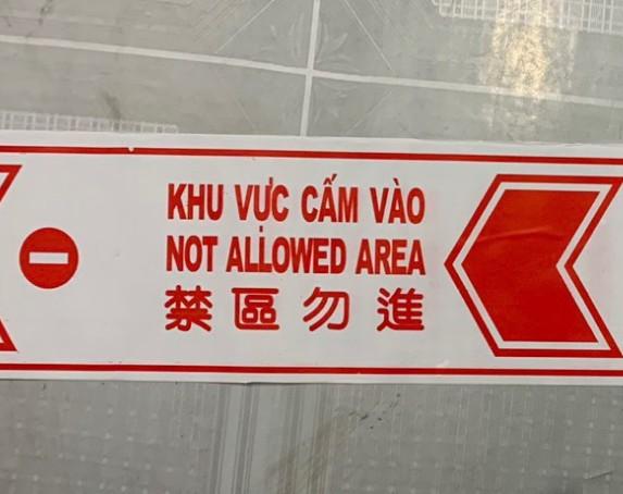 Băng keo dán nền cảnh báo