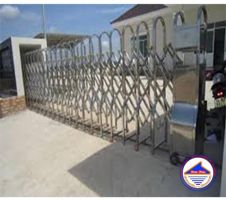 Cửa cổng Xếp Inox XT1101