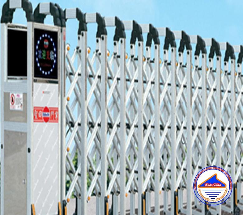 Cửa cổng xếp inox XT 1102