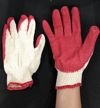 Găng tay phủ đỏ
