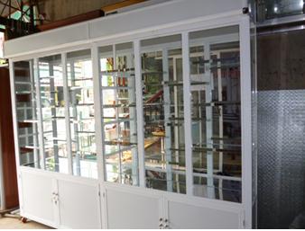 Tủ trưng bày nhôm kính