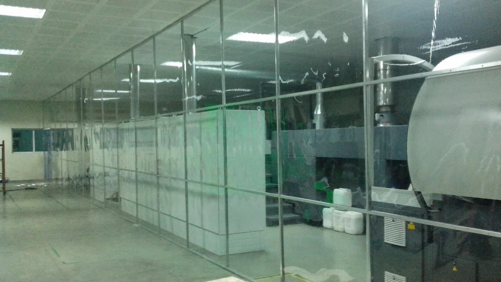 Vách ngăn nhựa PVC trong suốt