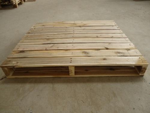 Pallet gỗ 2 hướng nâng 1,5 tấn