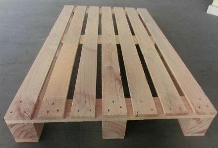 Pallet gỗ 2 hướng nâng 3,5 tấn