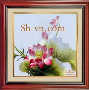 Tranh thêu tay Sen Việt