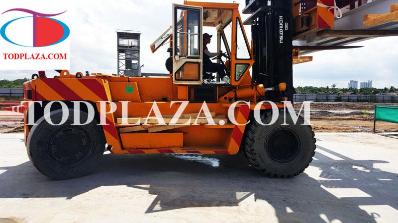 Xe nâng hàng Komatsu 20 tấn