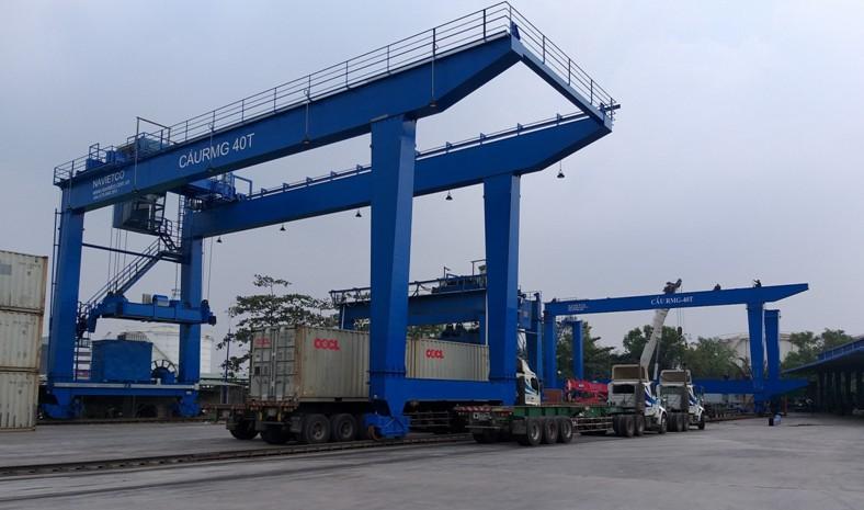 Cổng trục container di chuyển trên Rail (RMG)