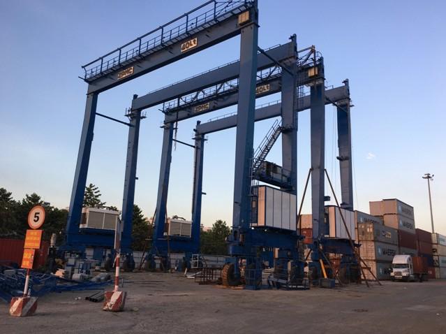 Cổng trục Container di chuyển bằng bánh lốp (RTG)