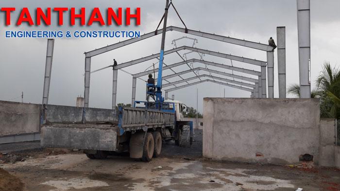 Lắp dựng khung kèo nhà xưởng kênh 10 xã tân nhật huyện bình chánh