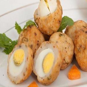 Cá viên bọc trứng cút