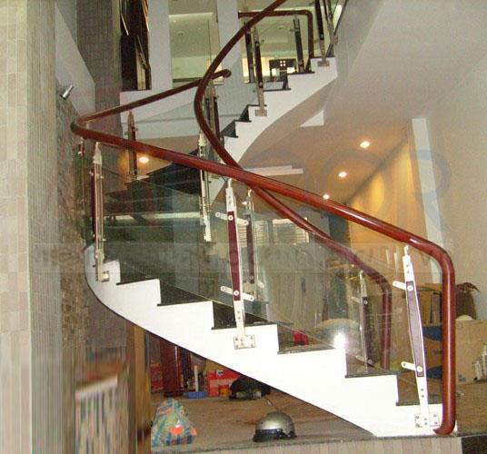 Cầu thang kính cường lực MS05