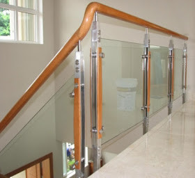 Cầu thang kính cường lực MS02