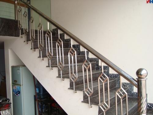 Cầu thang inox MS - 032