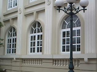 Cửa sổ vòm