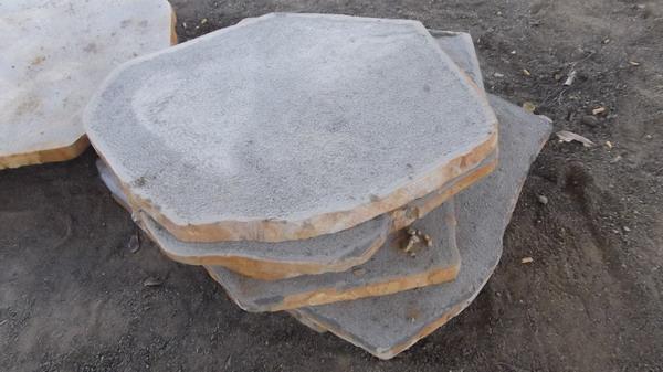 Đá basalt băm mặt lót sân