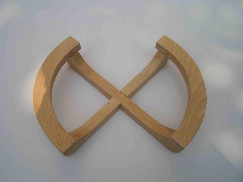 Đế gỗ để nồi cơm điện