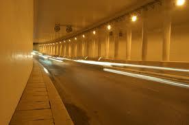 Đèn pha chiếu đường hầm