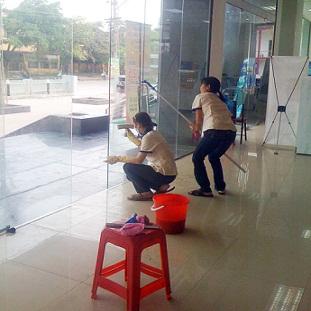 Dịch vụ vệ sinh lau kính