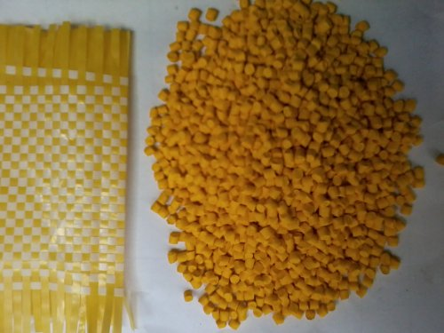 Hạt màu vàng nghệ