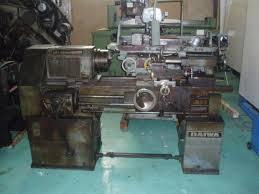 Máy tiện kim loại