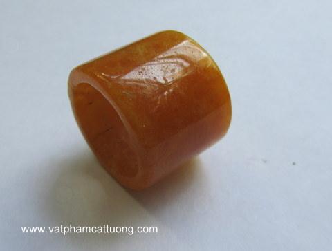 Nhẫn cẩm thạch Càn Long vàng